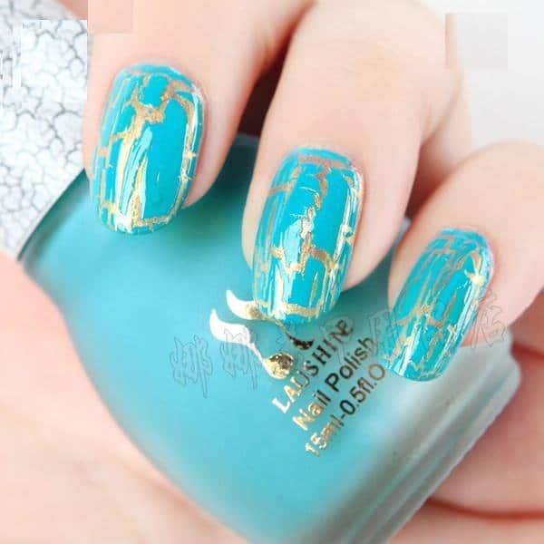 Vernis à ongles craquelé couleur turquoise